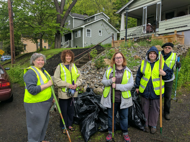 Clean up volunteers